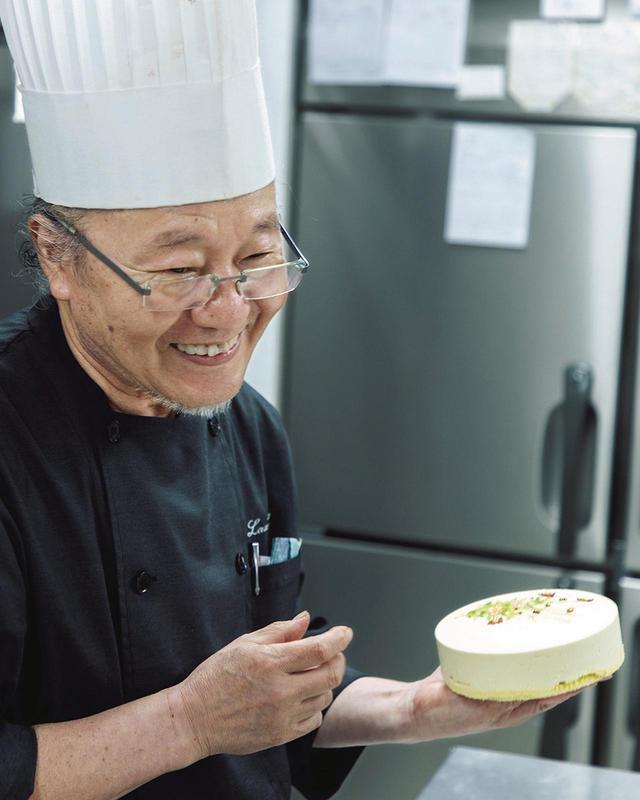 画像: 洋菓子職人・武藤邦弘さん。平日は2、3台、週末には4、5台を描く。「夢中になりすぎると、スタッフから苦情が出ます」と笑う