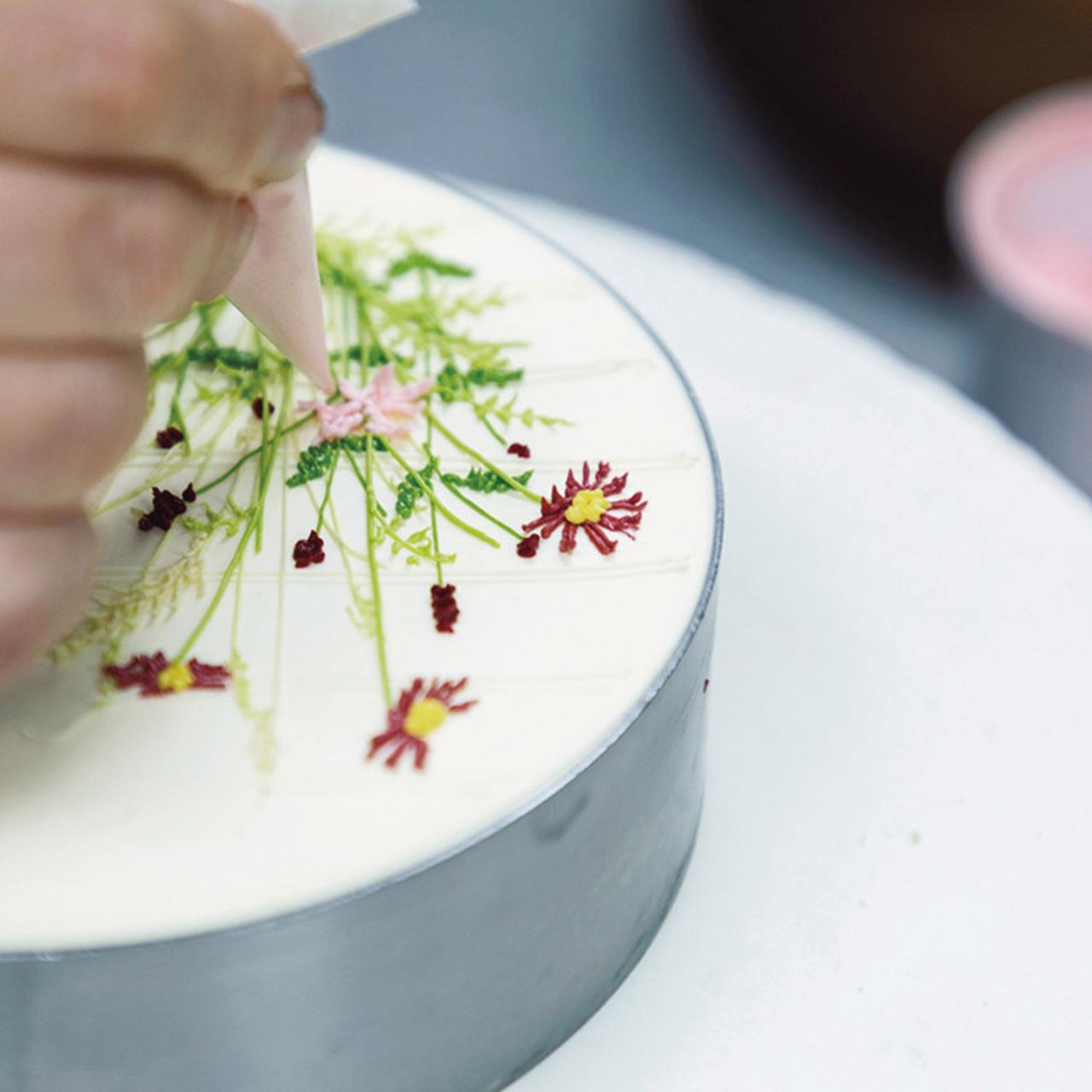 Images : 12番目の画像 - 「パーラー ローレルの 熟練職人が紡ぎだす 花のケーキの物語」のアルバム - T JAPAN:The New York Times Style Magazine 公式サイト
