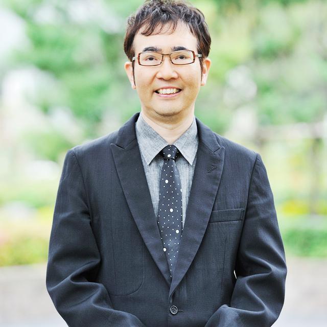 画像: 福岡伸一(SHIN-ICHI FUKUOKA) 1959年東京都生まれ。京都大学卒業。ハーバード大学医学部研究員、京都大学助教授などを経て青山学院大学教授。分子生物学者としてのキャリアに裏打ちされた科学の視点と、抒情的な文章が人気を博し『生物と無生物のあいだ』がベストセラーに。『動的平衡』など著書多数。翻訳本には、絵本『ダーウィンの「種の起源」― はじめての進化論』(岩波書店)などがある PHOTOGRAPH BY YUSUKE ABE