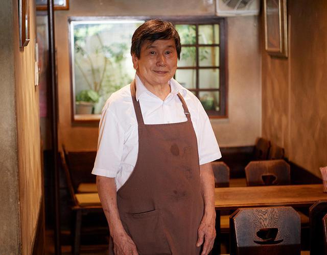 画像: オーナーの山下淳一さん 1952年の開業当時から、この店で働いている。「昔は東大の中に喫茶店もなかったですからね。うちは学生たちの溜まり場になっていて、賑わっていました」