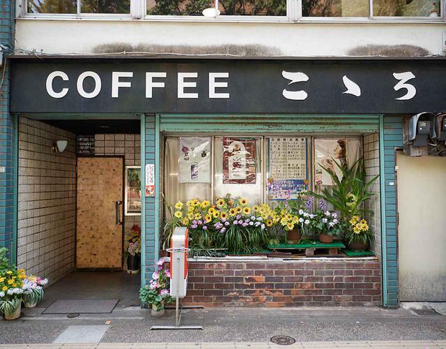 画像: 本郷通りの銀杏並木に面した店舗。レトロな店構えも印象的だ
