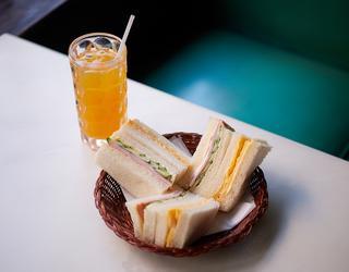 サンドウィッチ¥530、オレンジジュース¥480