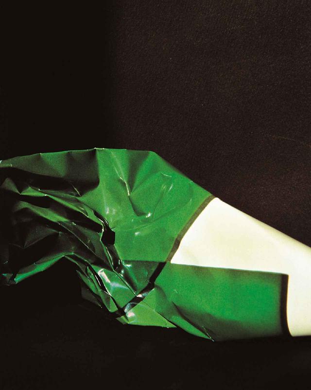 画像: 《What I Am Doing No.8》 1980年/プリント1986年 銀色素漂白方式印画(チバクローム) 大阪中之島美術館蔵
