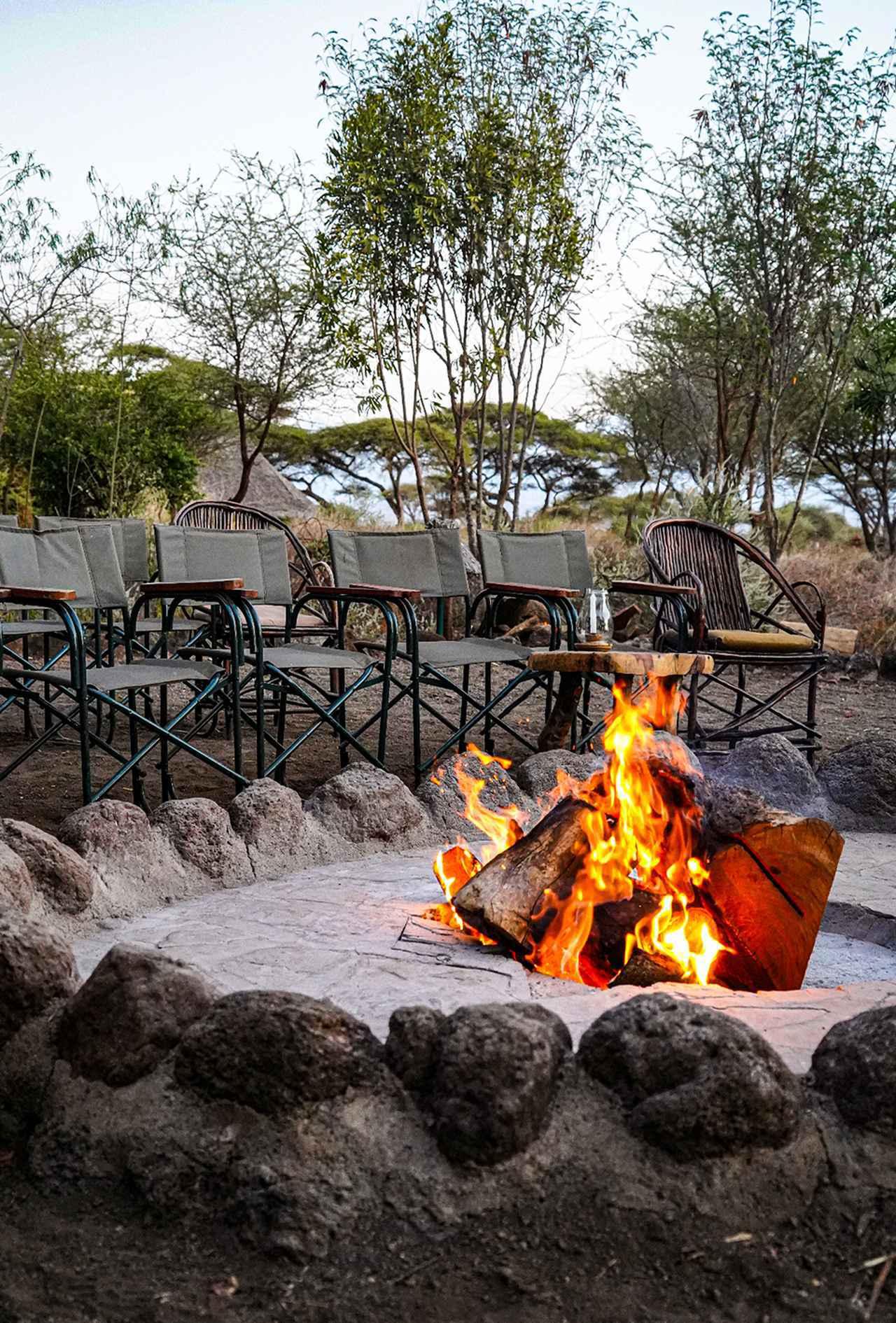 画像: キボ サファリ キャンプの休憩所。天気がよければ正面にキリマンジャロを姿を現す