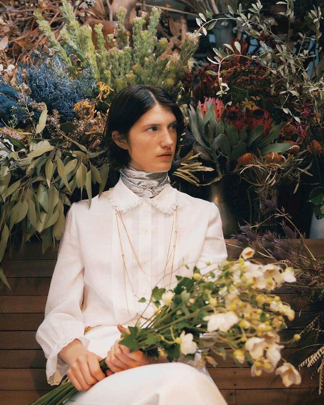画像2: 遠い春に思いを馳せて ブラウスと花のある日々を