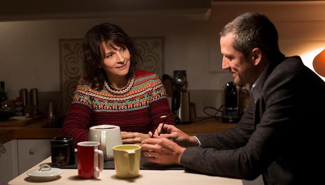 画像: アランを演じるのは、『シンク・オア・スイム』等の出演に加え、監督としても活躍するギヨーム・カネ。妻のセレナ役には、是枝裕和監督作『真実』でも話題を呼んだ、フランスを代表する女優のジュリエット・ビノシュ © CG CINEMA / ARTE FRANCE CINEMA / VORTEX SUTRA / PLAYTIME
