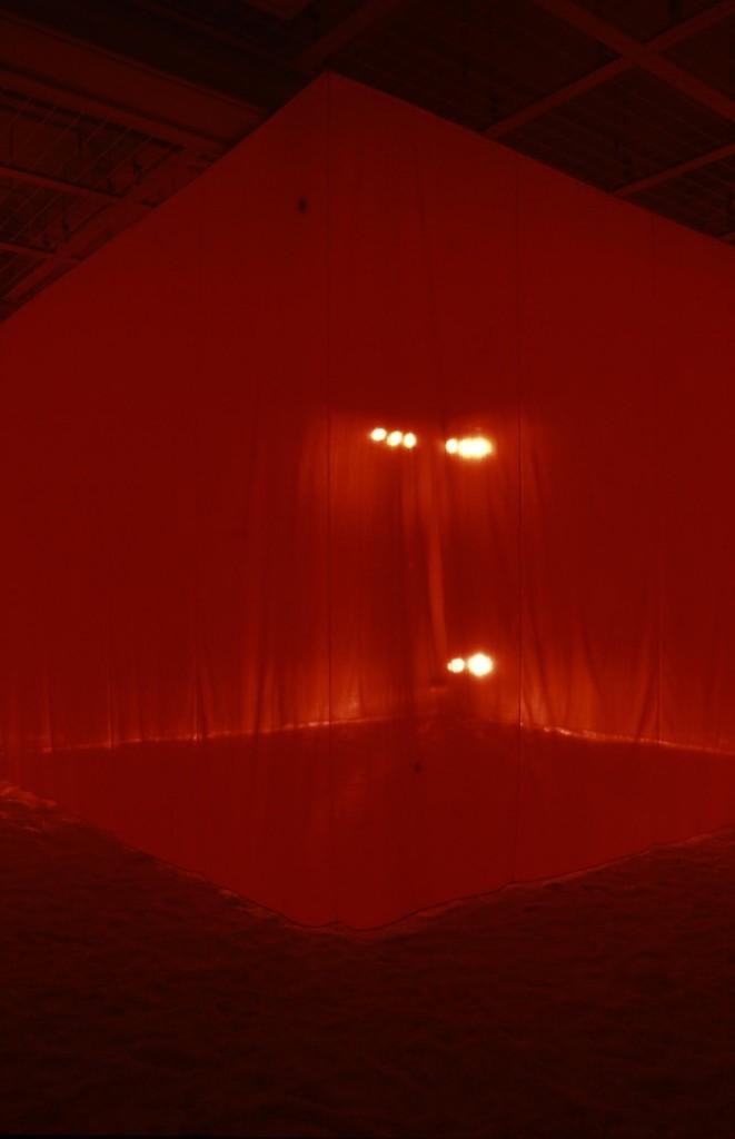 """Images : 『布・技と術』展で須藤が作った""""布の茶室"""""""
