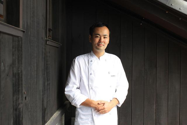 画像: レストラン「トラヴィーニュ」の佐藤 龍シェフ。今後、どんな地元の食材と出会い、新しい料理となるのか楽しみだ