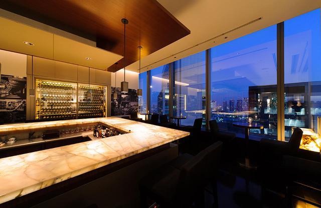 画像: 25階にある日本初のソサエティ公認のバー「ザ ソサエティ」 席数16席のみのプライベート感あふれる、本格的なウィスキー・バー PHOTOGRAPHS: COURTESY OF PARK HOTEL TOKYO