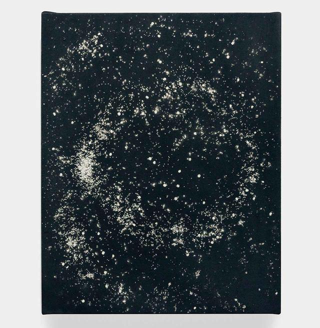 """画像: ラッシード・ジョンソンの《宇宙に広がる愛》(2013年) RASHID JOHNSON, """"LOVE IN OUTER SPACE,"""" 2013, SPRAY ENAMEL ON CANVAS, COURTESY OF THE ARTIST"""
