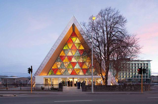 画像: ニュージーランド・クライストチャーチの「紙の大聖堂」(2013年)。2011年の地震で被災した教会の跡地に建つ EMMA SMALES/VIEW