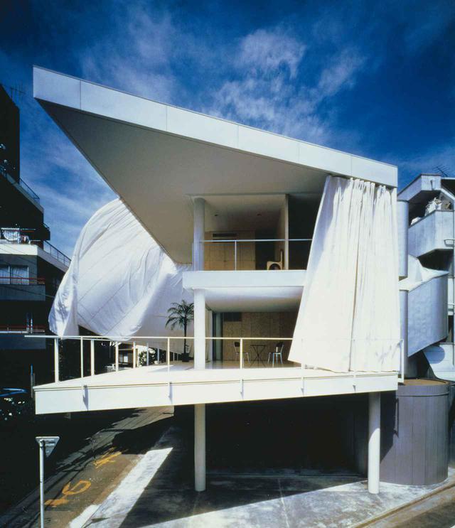 画像: 東京の「カーテンウォールの家」(1995年) HIROYUKI HIRAI