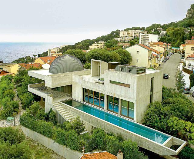画像: 「サボテンと熱帯魚」と名付けられた邸宅がモンテカルロ近郊の丘に佇む