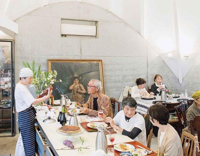 画像: 地元の人々を招いてのランチ会。jikkaではたびたび地域交流のイベントも主催している