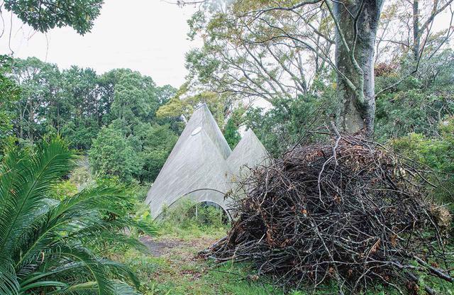 画像: とんがり屋根が特徴的な建築は須磨さんの息子の須磨一清さんが設計