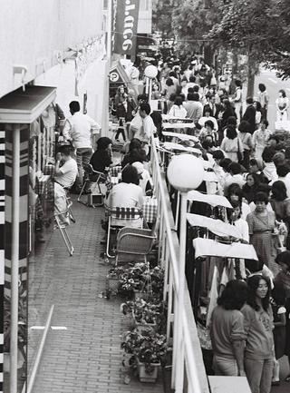 1970年代、「代官山交歓バザール」の様子