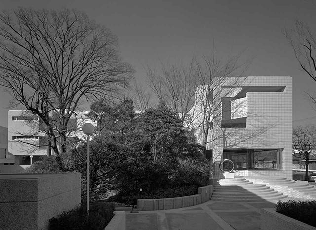 画像: 第3期に計画されたD、E棟。1977(昭和52)年に完成 © KANEAKI MONMA
