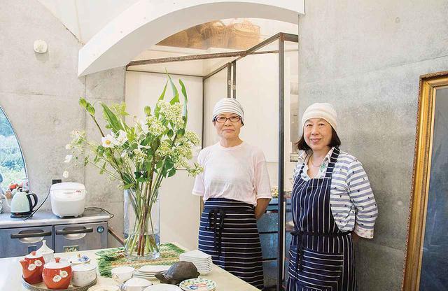画像: 藤岡さん(左・63歳)と須磨さん(右・70歳)。ふたりは25年来の友人であり仕事仲間でもある