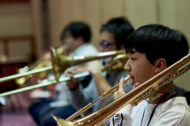 画像: 現メンバーは、小学4年生から大学生まで。いろいろな年代の子どもたちが互いに息を合わせて、音楽をともにつくっていく