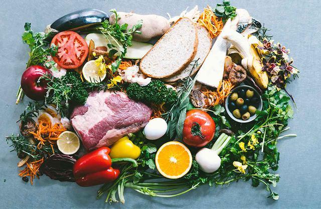 画像: 提供される新鮮食材の例。全国の農家から届くフレッシュな野菜や旬の食材、こだわりの肉類など