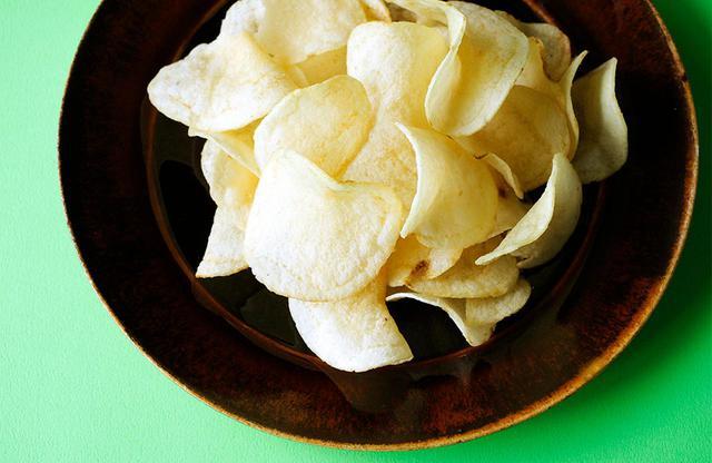 画像: 気分転換のおとも、ポテトチップス。好きな味は塩かのり塩だそう