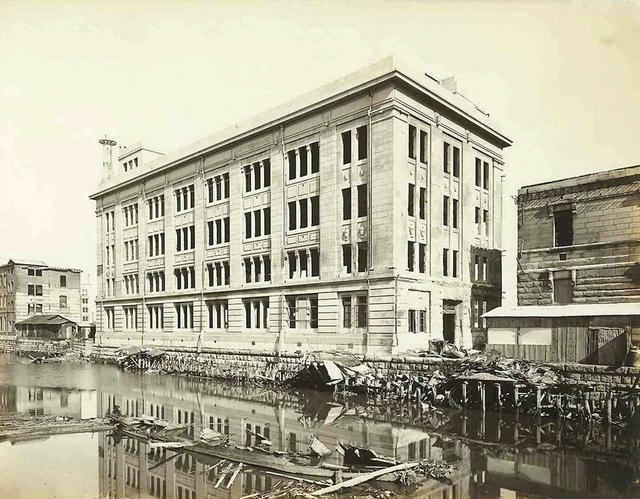 画像: 1923年築、今は歴史的建造物となった重厚感のあるかつての銀行。まさかこれがホテルになるとは……