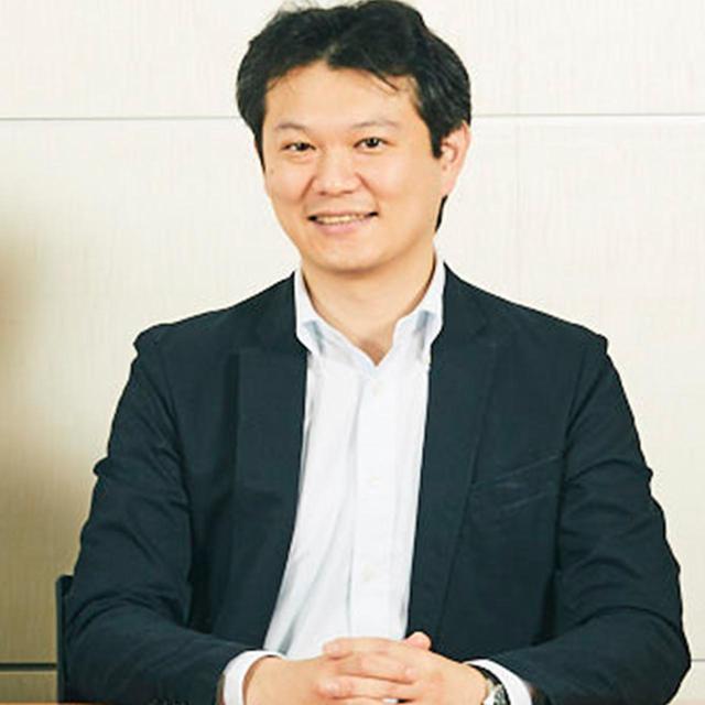 画像: 中野博之(HIROYUKI NAKANO)さん 1977年福井県生まれ。大学時代は日本文学を専攻し、2000年集英社入社。週刊少年ジャンプ編集部に配属。2011年に『最強ジャンプ』の創刊時に副編集長に。2014年に古巣に戻って副編集長に就任し、2017年より現職に。担当した漫画は、『世紀末リーダー伝たけし!』『トリコ』『BLEACH』、『NARUTO-ナルト-』のメディア担当、『べるぜバブ』『魔人探偵脳噛ネウロ』など多数。筋金入りのインドア派 COURTESY OF SHUEISHA
