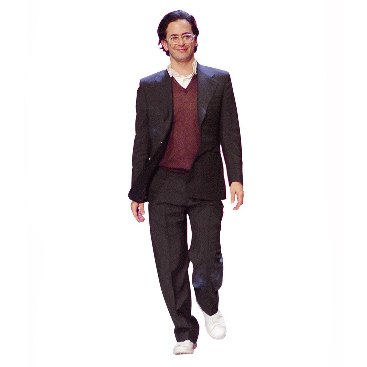 Images : ランウェイのラスト、挨拶のために登場したマーク・ジェイコブス