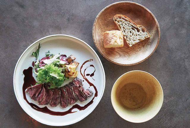 画像: 「ユーリカ」のランチセット¥2,450(デザート付) 残り野菜を使ったスープと牛ハラミのグリル