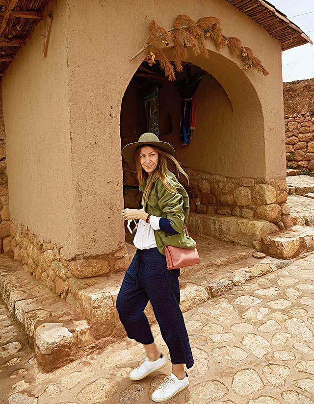 画像: 「2016年、ペルーの聖なる谷を訪れたときの写真。編み物はまさにペルーの生活を映し出すアート。ここでは多くの場合、男性は織物を、女性は編み物を製作。私のアルパカ製品の多くは、このペルーの人里離れた村で作られている」 COURTESY OF ULLA JOHNSON