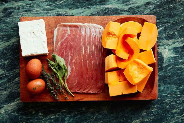 画像: ゴダードが大好きな朝食メニューの材料。羊のフェタチーズ、卵、パルマハム、そしてかぼちゃ