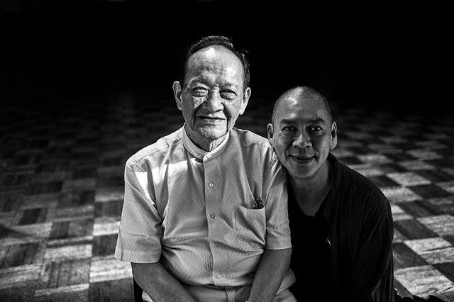 画像: 蔡 明亮(ツァイ・ミンリャン) (右) 1957年、マレーシア生まれ。77年に台湾へ移住し、台北にある中華文化大学で映画・演劇を専攻。92年に『青春神話』で長編映画監督デビュー。前作『郊遊〈ピクニック〉』から5年ぶりとなる『あなたの顔』は、ヴェネチア国際映画祭でワールドプレミア上映され、話題に。2019年の台北電影節で最優秀ドキュメンタリー賞と監督賞、音楽賞を、金馬奨で最優秀ドキュメンタリー賞を受賞した。また、今年のベルリン国際映画祭では、新たな長編劇映画『日子』が、コンペティション部門に選出された PHOTOGRAPHS: © 2018 HOMEGREEN FILMS TAIWAN PUBLIC TELEVISION SERVICE FOUNDATION ALL RIGHTS RESERVED