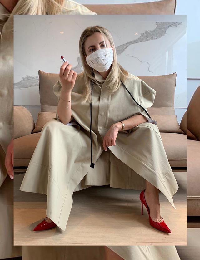 画像: デムナ・ヴァザリアの活躍以来、東ヨーロッパ出身の新進デザイナーが注目されている。そのひとつ、テオ(THEO)は、テオ・デカンとオクサナ・デニス(写真)のふたりが手がけるブランド。デカンもマスクを着用した姿をインスタグラムにアップしている COURTESY OF OKSANA DENNIS