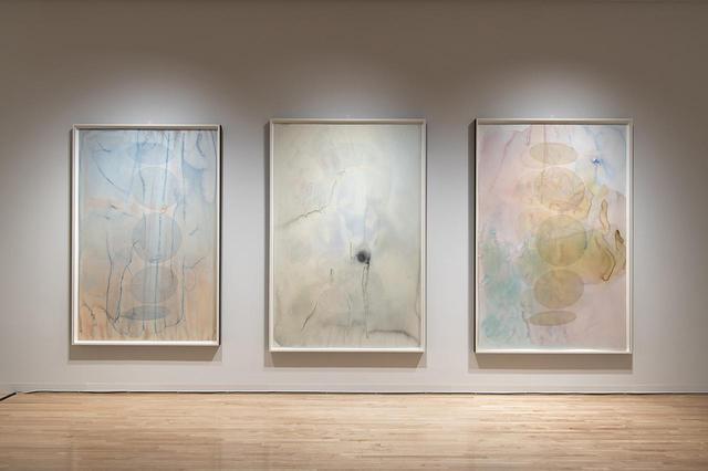 画像: 《あなたの移ろう氷河の形態学(過去)》2019年(左)、《メタンの問題》2019年(中央)、《あなたの移ろう氷河の形態学(未来)》2019年(右) 『オラファー・エリアソン ときに川は橋となる』展示風景(東京都現代美術館、2020年) PHOTOGRAPH BY KAZUO FUKUNAGA COURTESY OF THE ARTIST; NEUGERRIEMSCHNEIDER, BERLIN; TANYA BONAKDAR GALLERY, NEW YORK / LOS ANGELES © 2020 OLAFUR ELIASSON