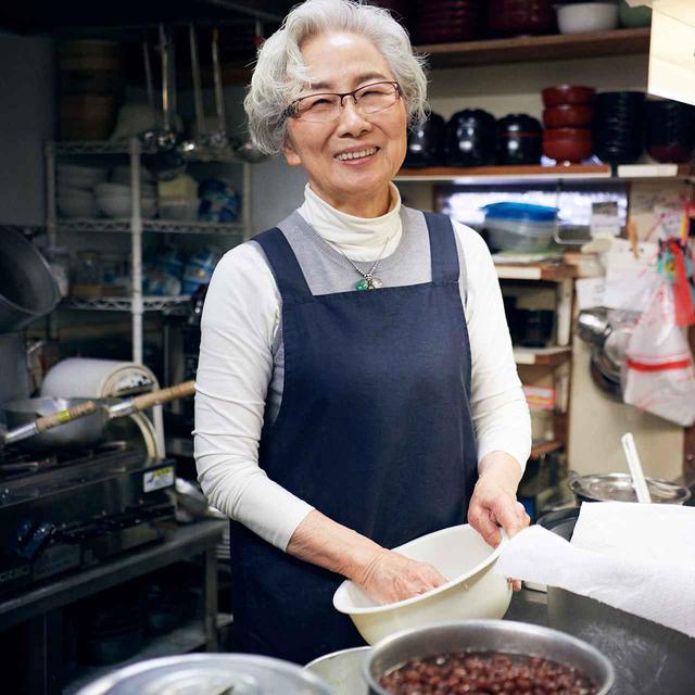 画像: 森田享子(KYOKO MORITA) 成城にある甘味・和食処「櫻子」店主。5時間もかけて煮あげる小豆、注文を受けてから捏ねてつくる白玉などの甘味、野菜の味を生かした定食「おきまり」etc、食事も甘味もメニュー豊富に楽しめるお店は、成城学園前駅から徒歩1分