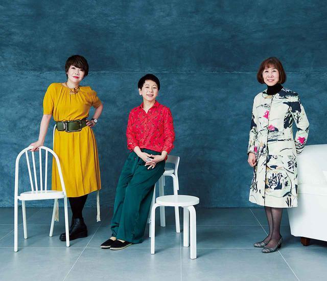 画像: 昨年から今年にかけて、新たに誕生した美術館の女性館長たち。 (右から)逢坂恵理子・ 国立新美術館長。 蔵屋美香・ 横浜美術館館長。 片岡真実・森美術館館長 椅子(左)<SURPIL CHAIR SL9>¥55,000/DCW EDITIONS ロイヤルファニチャーコレクション TEL. 03(3593)3801 椅子(中・前)<Stool 60>¥33,000、椅子(中・後)<K65 High Chair>¥62,000/アルテック フリーダイヤル:0120-610-599 ソファ(右)<RAFFLES SOFA>¥605,000/DePadova エ インテリアズ|ボッフィデパドヴァ東京 TEL. 03(6447)1451