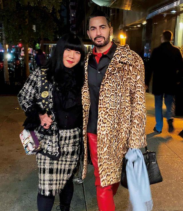 画像: 久しぶりにディナーに出かけたアナとマーク。向かった先は、アップタウンにある人気レストラン「Mr.Chow」。「昔も今も昼も夜も、私たちはこの街を歩きながらNYのマジックを探し続けているの」とアナ