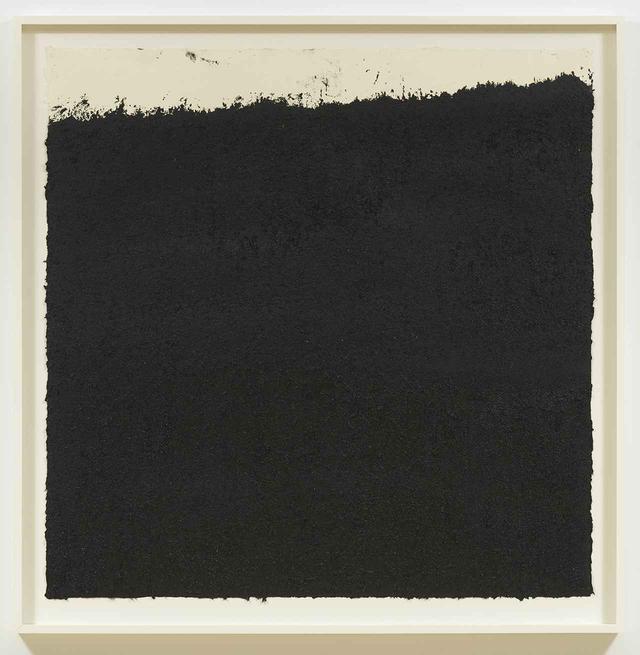 画像: 《Orient #1》2018. Etching ink and silica on handmade paper, 48 1/4 x 40 inches (122.6 x 101.6 cm) © 2020 RICHARD SERRA / ARTISTS RIGHTS SOCIETY (ARS), NEW YORK; PHOTOGRAPH BY ROB MCKEEVER