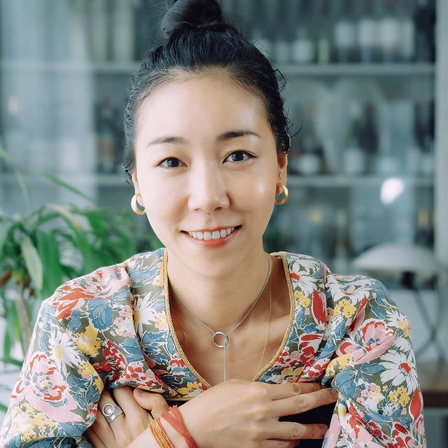 画像: 安藤桃子(MOMOKO ANDO) 1982年東京都生まれ。2010年『カケラ』で監督・脚本デビュー。翌年、初の長編小説『0.5ミリ』を出版し、2013年に映画化。報知映画賞作品賞など多数の賞を受賞。2014年より高知に移住し、映画館「ウィークエンドキネマM」の代表および「表現集団・桃子塾」塾長を務める。最新作はオムニバスのショートフィルム『アエイオウ』(2018年)。また、子どもたちの輝く未来を共に描くチーム「わっしょい!」のリーダーも務めている COURTESY OF MOMOKO ANDO