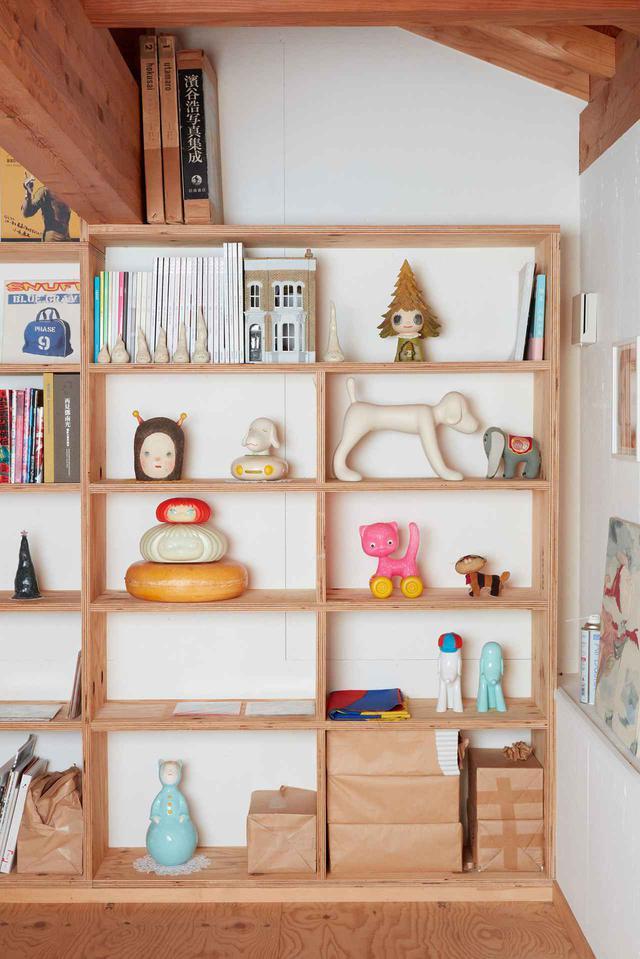 画像: 「ここを訪れた人には、何か変わったものに見えるようです」と奈良。「どうして色々な場所に変わった人形をたくさん置いているの? とよく聞かれます」