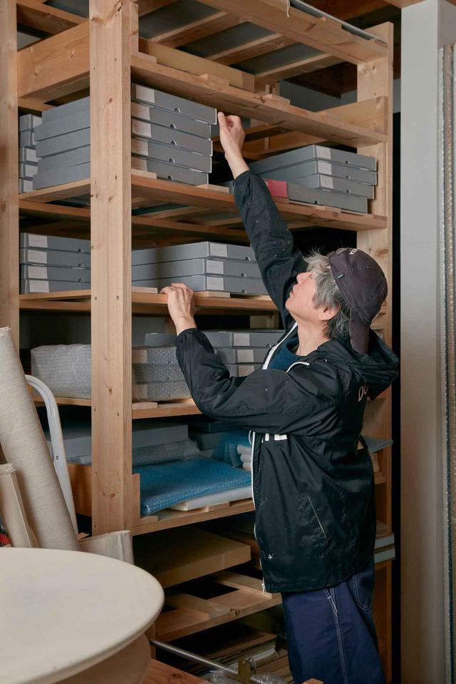 画像: 奈良のスタジオの倉庫にて