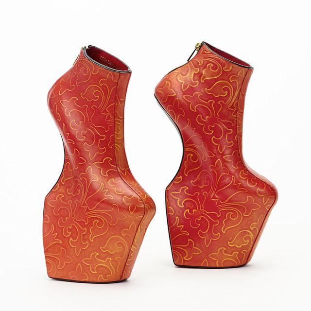 画像: 舘鼻則孝 《Heel-less Shoes》 2014年、個人蔵 © 2020 NORITAKA TATEHANA K.K.