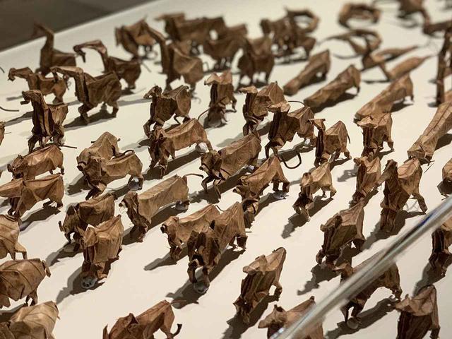 画像: 渡邊義紘《折り葉の動物たち》2003年- PHOTOGRAPH BY MASANOBU MATSUMOTO