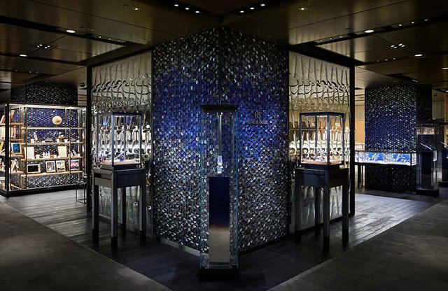 画像: 「グランドセイコーブティックフラッグシップ和光」 インテリアのコンセプトは、グランドセイコーを愛するオーナーの住空間。店内はライブラリー、ラウンジ、ウォッチバー、リビングの4つの空間から成る グランドセイコーブティックフラッグシップ和光 東京都中央区銀座4-5-11 和光本館 TEL. 03(3562)2111 営業時間:10:30~19:00 無休(年末年始を除く)