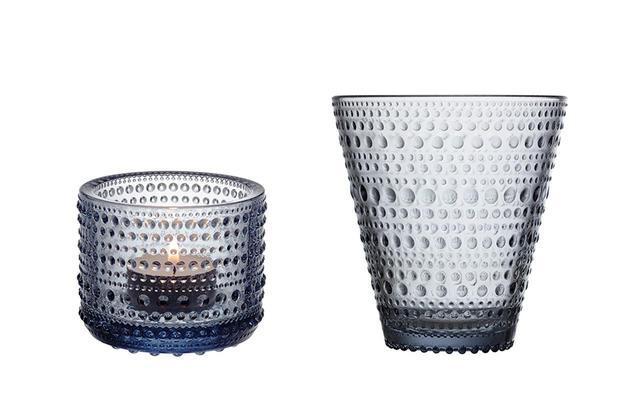 画像: (写真左)カステヘルミ 「キャンドルホルダー」リサイクルエディション¥2,200 (写真右)カステヘルミ 「タンブラー」リサイクルエディション¥2,700(ともに想定価格、10月14日(水)発売予定) PHOTOGRAPHS:COURTESY OF IITTALA