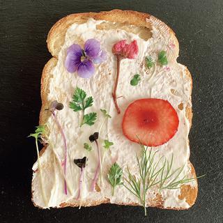 「押し花トースト」