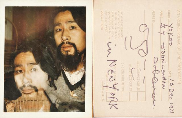 画像: 「ジョンも、『ポラロイド』で僕の二重写しの写真を撮りました。ジョンの写真としても珍しく、貴重な作品だと思います」。ジョンは写真の裏にサインや日付、自分とヨーコの似顔絵を描いた COURTESY OF TADANORI YOKOO