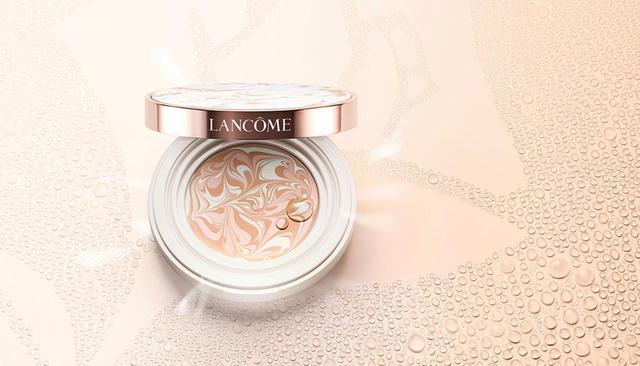 画像: ランコム タン クラリフィック マーブル コンパクト SPF50・PA+++ <13g>(全2色)¥11,000 (セット料金) ブナの芽エキスを配合することで肌の生まれ変わりをサポートし、透明感のある肌へと導く 商品詳細は こちら COURTESY OF LANCOME