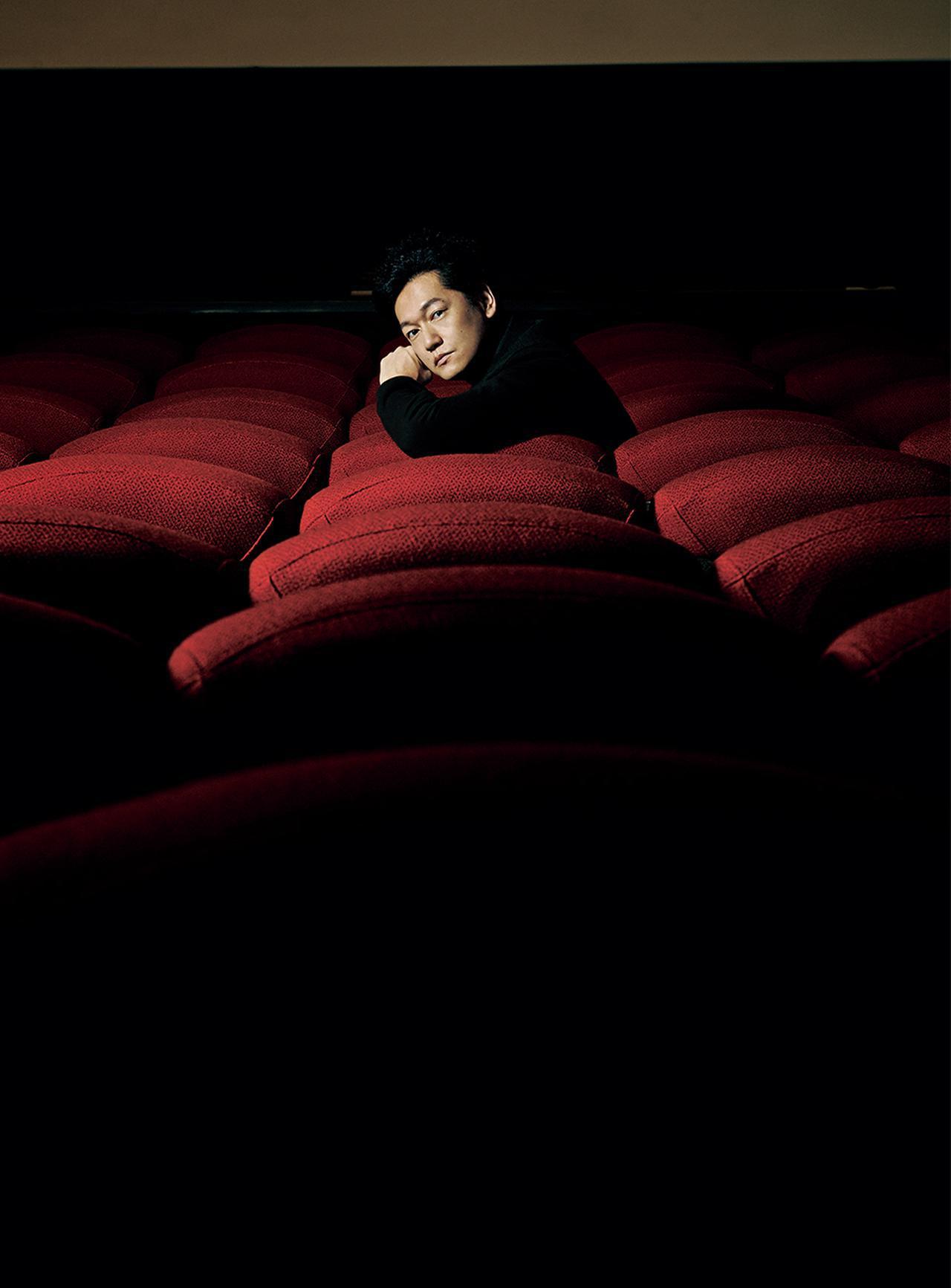 画像: 井浦 新(ARATA IURA) 1974年、東京都生まれ。'98年に是枝裕和監督作『ワンダフルライフ』の主演で映画デビュー。映画、ドラマ、ナレーション等、幅広く活躍。『11・25自決の日 三島由紀夫と若者たち』('12年)で日本映画プロフェッショナル大賞主演男優賞を受賞。その他、『菊とギロチン』('18年)、『止められるか、俺たちを』('18年)等、出演作多数