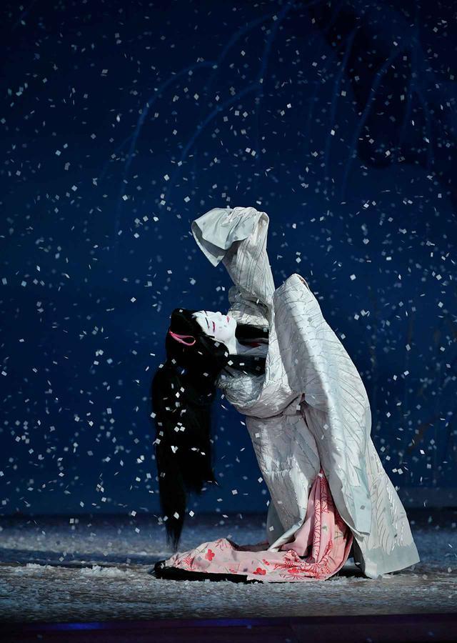 画像1: 『鷺娘』鷺の精=坂東玉三郎(2020年9月歌舞伎座) ©️ SHOCHIKU